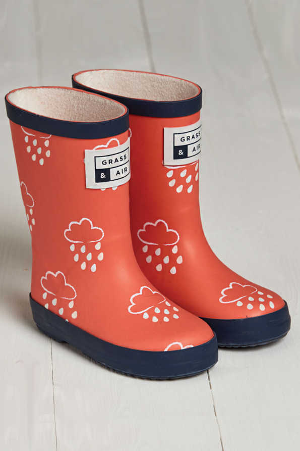 product shot of infant coral colour-revealing wellies