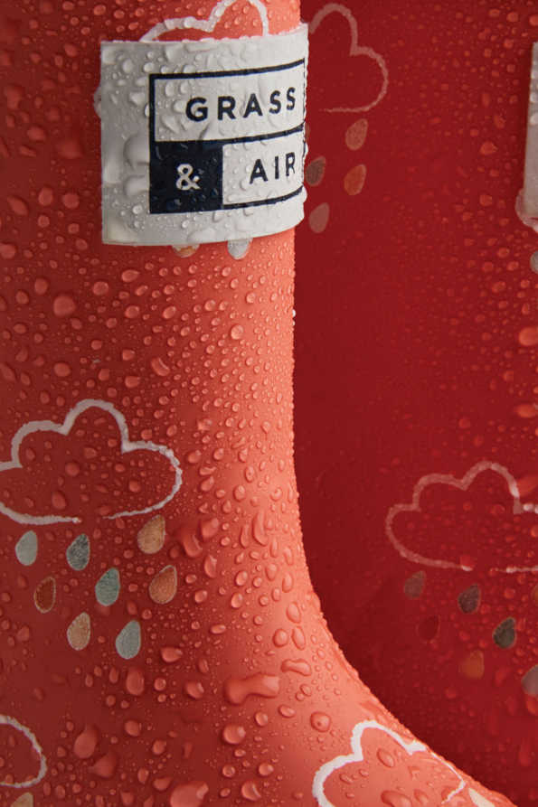 little kids coral colour-revealing wellies when wet
