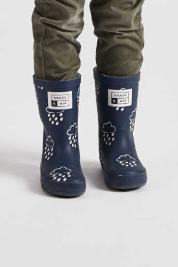 infant navy colour-revealing wellies front view (1200x1800)