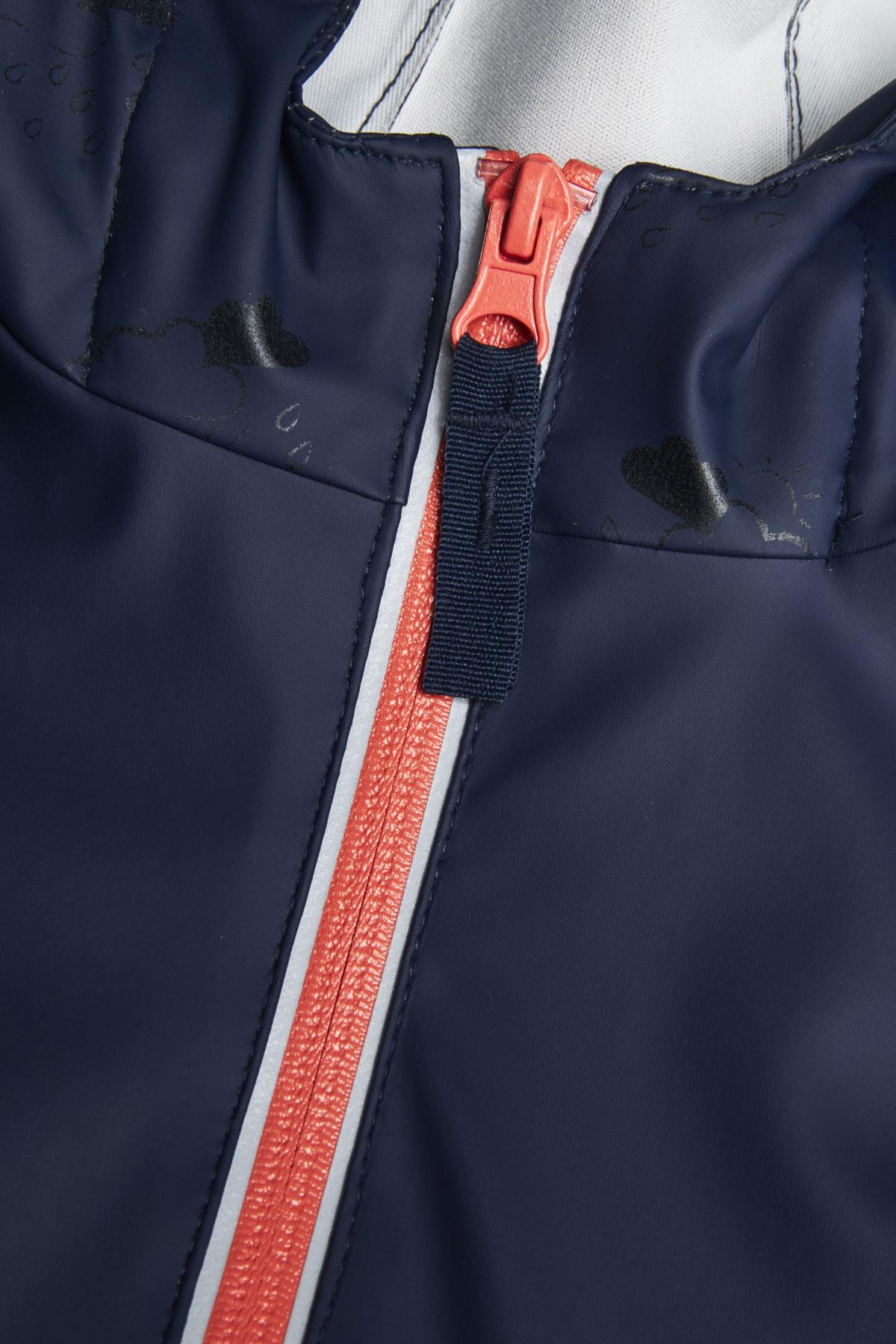 kids reflective rain mac with raincloud print: zip and press stud close up detail
