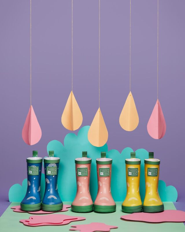 THE JOY OF RAINBOWS. Available to purchase on grassandair.com 🌈 Happy Colours. Joy Bringers. Sunshine after the rain singers. They say you can't have a rainbow without a little rain. ☔️ #summerofplay #newcollection #kidswellies #kidsfashion #childrensfashion