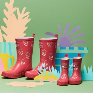 If you love a matching moment, these red wellies are twinned with our Kids Colour Changing Red Wellies for a full family affair. Watch the raindrop pattern turn multicoloured as they get wet. 🌧🌈
